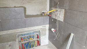 postavljanje zidnih pločica u kupaonici stana S1