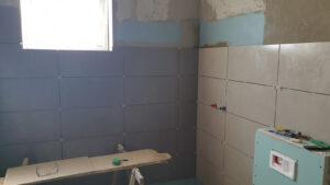 postavljanje zidnih pločica u kupaonici stana S2