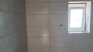 postavljanje zidnih pločica u wc- u stana S2